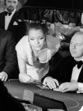 Diana Rigg in a Low Cut Dress Leans Across the Black Jack Table in a Casino, March 1969 Fotodruck