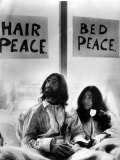 John Lennon in Bed with Yoko Ono at the Hilton Hotel Amsterdam, Peace Protest, 1980 Photographie