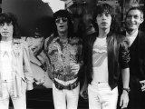 Rolling Stones Bill Wyman, Mick Jagger, Ronnie Woods Charlie Watts Beside Poster of Keith Richards Photographie