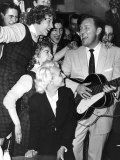 Bill Haley of Bill Haley and the Comits Performing in Front of an Audience Fotografisk tryk