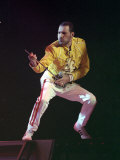 Freddie Mercury of Queen During Concert at Wembley Stadium, London, on an Air Guitar, July 1989 Fotografisk trykk