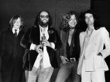 Led Zeppelin with Their Ivor Novello Award John Paul Jones Peter Grant Robert Plant Jimmy Page Fotografisk tryk