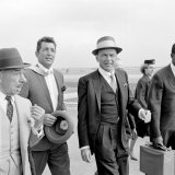 Frank Sinatra at London Airport, August 1961 Fotografisk tryk