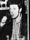 Tom Jones in His Local Pub in Wales Fotografie-Druck