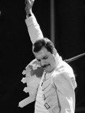 Die Rockgruppe Queen, Freddie Mercury bei einem Konzert im St. James Park in Newcastle, 1986 Fotografie-Druck