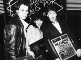 Kate Bush with Fellow Pop Singers Bob Geldof and Paul Mccartney at the British Rock and Pop Awards Fotografie-Druck