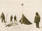 Scott's Team Arrive at the South Pole to Find That Amundsen's Crew Have Beaten Them to It Papier Photo
