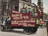 Anti-Religious Propaganda by German Communists: &quot;Religion is the Opium of the People.&quot; Fotografie-Druck