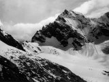 View of Zecca Peak in the Lombardian Alps, the Peak is Covered with Snow Fotografie-Druck