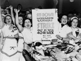 Female Employees of Woolworth Striking for a 40 Hour Week Foto