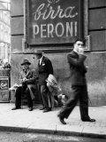 Mannen op straat in Napels Fotoprint
