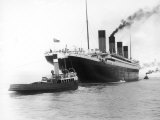 The Titanic Leaving Belfast Ireland for Southampton England for Its Maiden Voyage New York Usa Fotografiskt tryck av Harland & Wolff