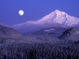 Moon Rises Over Mt. Hood, Oregon Cascades, USA Photographie par Janis Miglavs