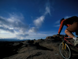 Mountain Biking on the Moab Slickrock Bike Trail, Navajo Sandstone, Utah, USA Fotografie-Druck von Jerry & Marcy Monkman