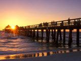 Naples Pier Sunset, Naples, Florida, USA Fotografisk tryk af Rob Tilley