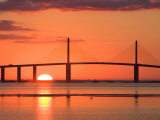 Sunrise Behind Sunshine Skyway Bridge, Florida, USA Impressão fotográfica por Jerry & Marcy Monkman