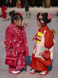 Girls Dressed in Kimono, Shichi-Go-San Festival (Festival for Three, Five, Seven Year Old Children) Fotografie-Druck