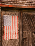 Faded American Flag on Old Barn Entrance, Maine, USA Photographie par Joanne Wells