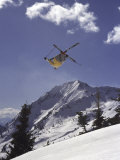 Low Angle View of a Skier in Mid Air Lámina fotográfica