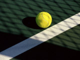 Tennis Ball on Court with Shadows Fotografiskt tryck