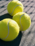 Close-up of Three Tennis Balls Impresso fotogrfica