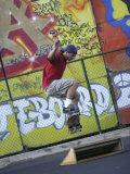 Skateboarder with Graffiti Background Fotografisk trykk