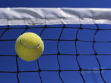 Tennis Ball Hitting Net Impresso fotogrfica