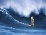 Person Windsurfing in the Sea Papier Photo