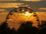 The Ferris Wheel at the Ingham County Fair is Silhouetted against the Setting Sun Fotografie-Druck