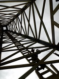 A Reenactor is Silhouetted Inside a Replica of the Spindletop Oil Derrick Fotografie-Druck