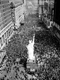 People Crowd Times Square at 42nd Street Photographie