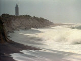 Waves from the Atlantic Ocean Crash against the Shore at Robert Moses State Park Photographie