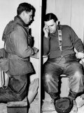 A Catholic Chaplain Hears the Confession of a Young Private after Services Papier Photo