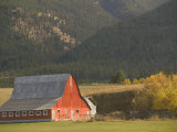 Red Barn in Fall, British Columbia, Canada Photographie par Walter Bibikow
