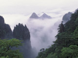 Landscape of Mt. Huangshan (Yellow Mountain) in Mist, China Reproduction photographique par Keren Su