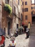 Skoottereita kadulla lähellä Vatikaania, Rooma, Italia Valokuvavedos tekijänä Connie Ricca