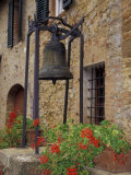 Bronze Bell, Geraniums and Farmhouse, Tuscany, Italy Fotoprint van John & Lisa Merrill