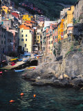 Harbor View of Hillside Town of Riomaggiore, Cinque Terre, Italy Fotografisk tryk af Julie Eggers