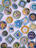 Ceramic Plates on Shop Wall, Algarve, Portugal Fotografisk tryk af John & Lisa Merrill