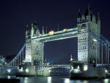 Tower bridge at night, London, ENG Lámina fotográfica por Walter Bibikow