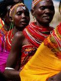 Dancers, El Molo Village, Lake Turkana, Kenya Fotografisk tryk af Tom Cockrem