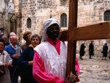 Christian Pilgrims in Easter Procession, Jerusalem, Israel Fotografisk tryk af Michael Coyne