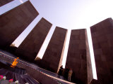 People at Genocide Memorial, Yerevan, Armenia Fotografie-Druck von Stephane Victor