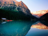 Mt. Victoria and Lake Louise at Sunrise in Summer, Banff National Park, Canada Fotografisk trykk av Tomlinson, David