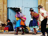 Family Walking Through Market, Lircay, Peru Fotografie-Druck von Jeffrey Becom