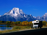 Motorhome by Roadside, with Mountain in Distance, Grand Teton National Park, U.S.A. Fotografisk tryk af Christer Fredriksson