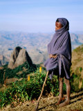 Shepherd Boy with Simien Mountains Background, Simien Mountains National Park, Ethiopia Fotografisk tryk af Frances Linzee Gordon