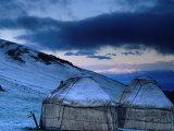 Yurts at Dawn, Kyrgyzstan Fotografisk tryk af Anthony Plummer