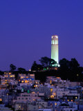 Coit Tower, Telegraph Hill at Dusk, San Francisco, U.S.A. Fotografisk tryk af Thomas Winz