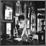 "Actress Rita Moreno Imitating the ""Sexy Wild"" Type Reproduction photographique Premium par Loomis Dean"